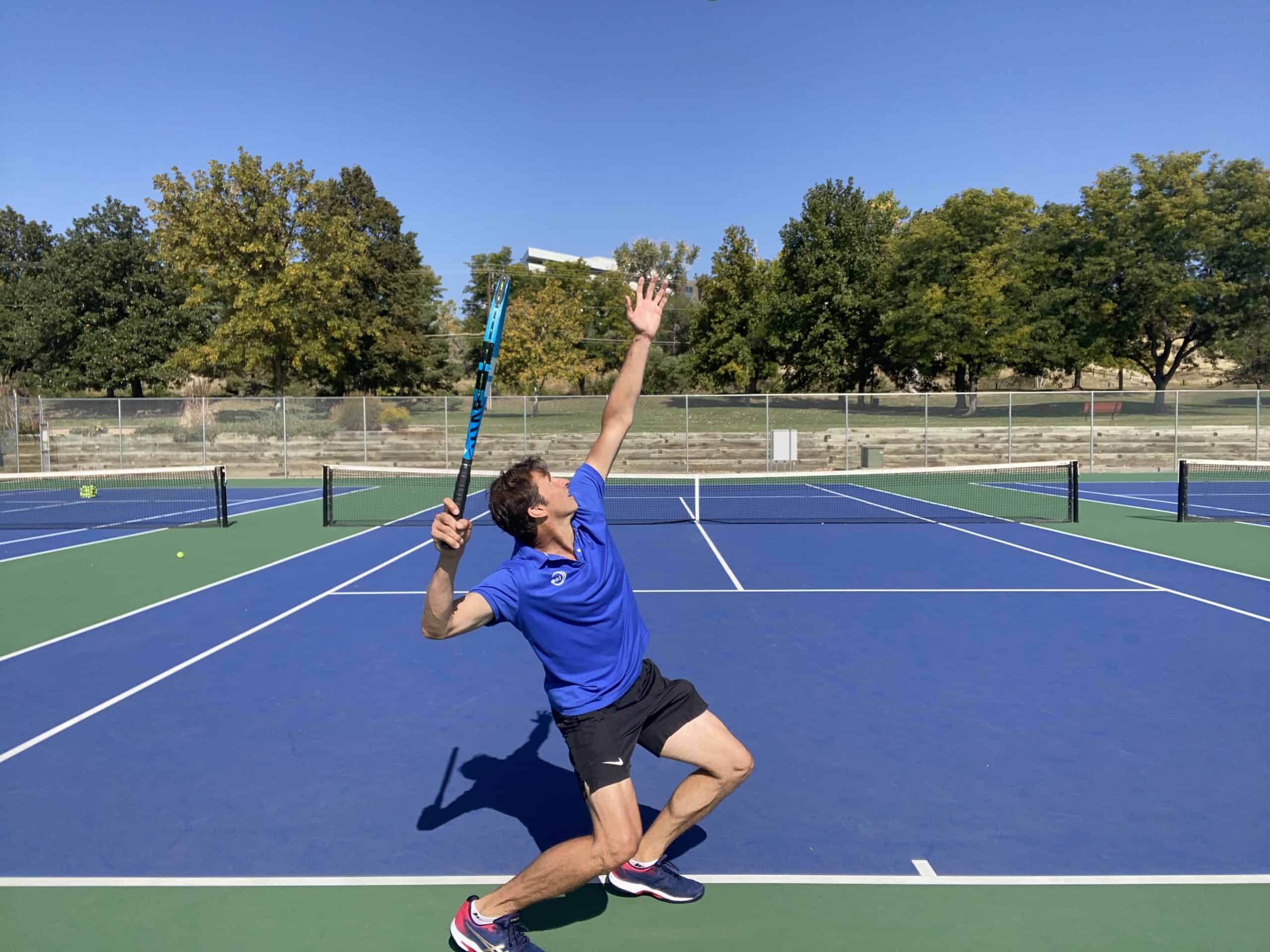 Tennis serve trophy position